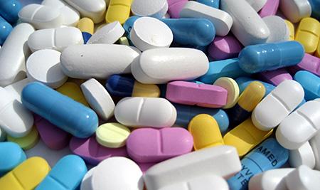 На начальных стадиях лечение проводится при помощи медикаментов