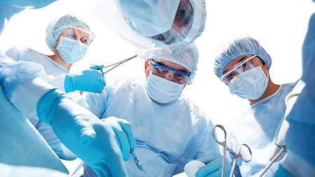 В запущенных случаях при атрофии яичек может потребоваться хирургическая операция