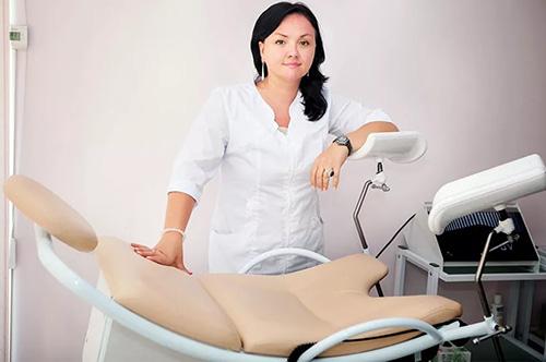 Визит к гинекологу должен осуществляться не реже 1-2 раз в год