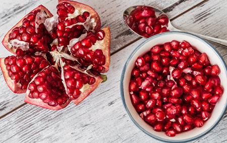 Гранат лучше исключить из питания не только при обострении панкреатита, но и в фазе ремиссии