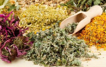 По рекомендации врача прием лекарственных препаратов дополняется принятием отваров из травяных сборов