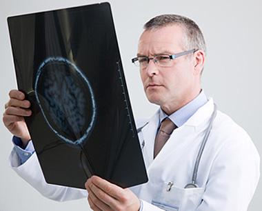 КТ или МРТ контроль несекретирующих аденом проводят раз в 24 месяца, а секретирующих - не реже, чем раз в 6 месяцев